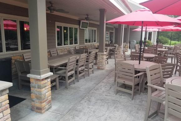 golf-course-outdoor-tables